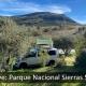Vehículo camperizado con tienda de techo en la sierra subbeticas