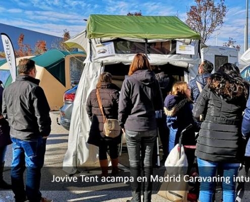 Gente en exposición de caravaning Xanadu Madrid