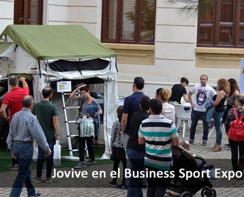 Gente visitando la exposicion de Jovive en el Business Sport Expo 2019