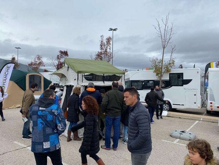 Tienda Jovive Tent expuesta en feria para caravanas y camping