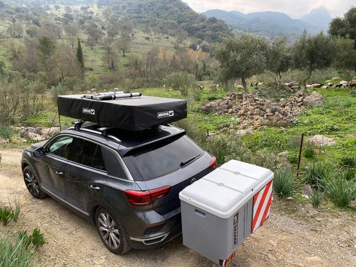 Vehiculo con Jovive Tent en la sierra