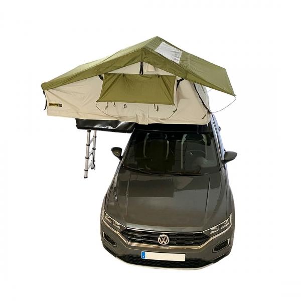 Vehículo camperizado con tienda de techo